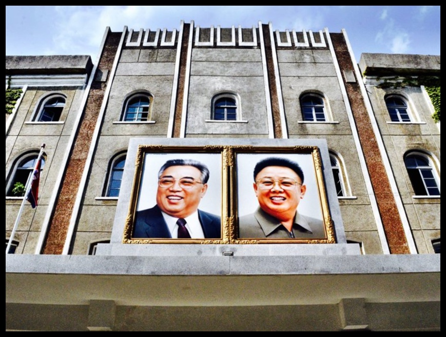 Die ingang van die Landbou-universiteit in Wonsan.