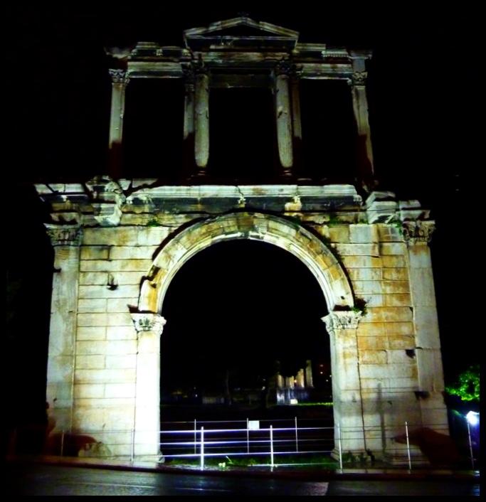 Terug in Athene by Hadrian se Boog. Ja, dis een en dieselfde Hadrian wat daardie tamaai muur gebou het tussen die beskaafde Romeinse provinsie Britannië, en haar barbaarse bure in die noorde.  ♫ Round-round got around, he got around, ooh, got around ooh-hoo-hoo, he got around ♫