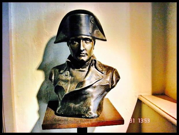 Daar was, behalwe vir Wellington se weermag, ook weermagte van Pruise (Noord-Duitsland), Rusland en Oostenryk aan't opruk teen Napoleon. Die enigste vervoermiddel vir troepe in daardie dae was egter te voet, wat beteken het dat die Russiese en Oostenrykse weermagte nog 'n paar dae se mars weg was van die slagveld. Die Pruisiese weermag, onder bevel van Blucher, het egter tydens die veldslag daar aangesuiker gekom en Wellington 'n handjie (en 'n paar kruitbolle op die koop toe) gegee - dit was 'n belangrike rede waarom Napoleon die veldslag verloor het.