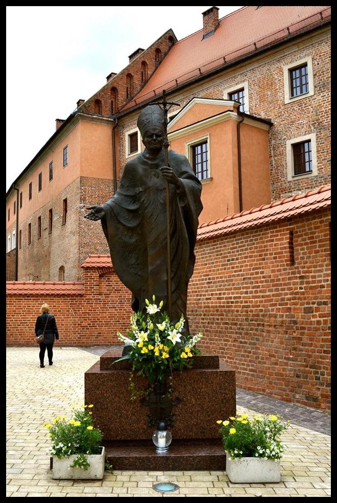 Pous Johannes Paulus II is vir Pole wat Madiba vir Suid-Afrika is.