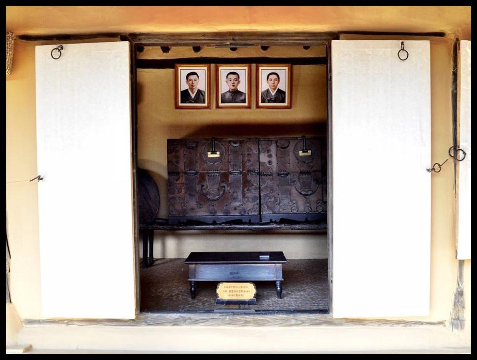 By dié tafeltjie het Kim Il-Sung op 3-jarige ouderdom sy gevleuelde slagspreuk neergepen.